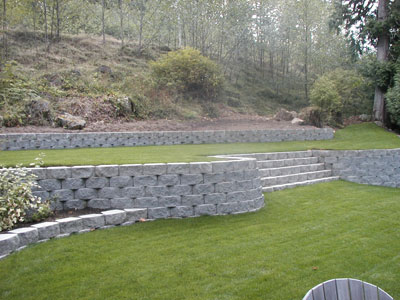 A retaining wall with stairs